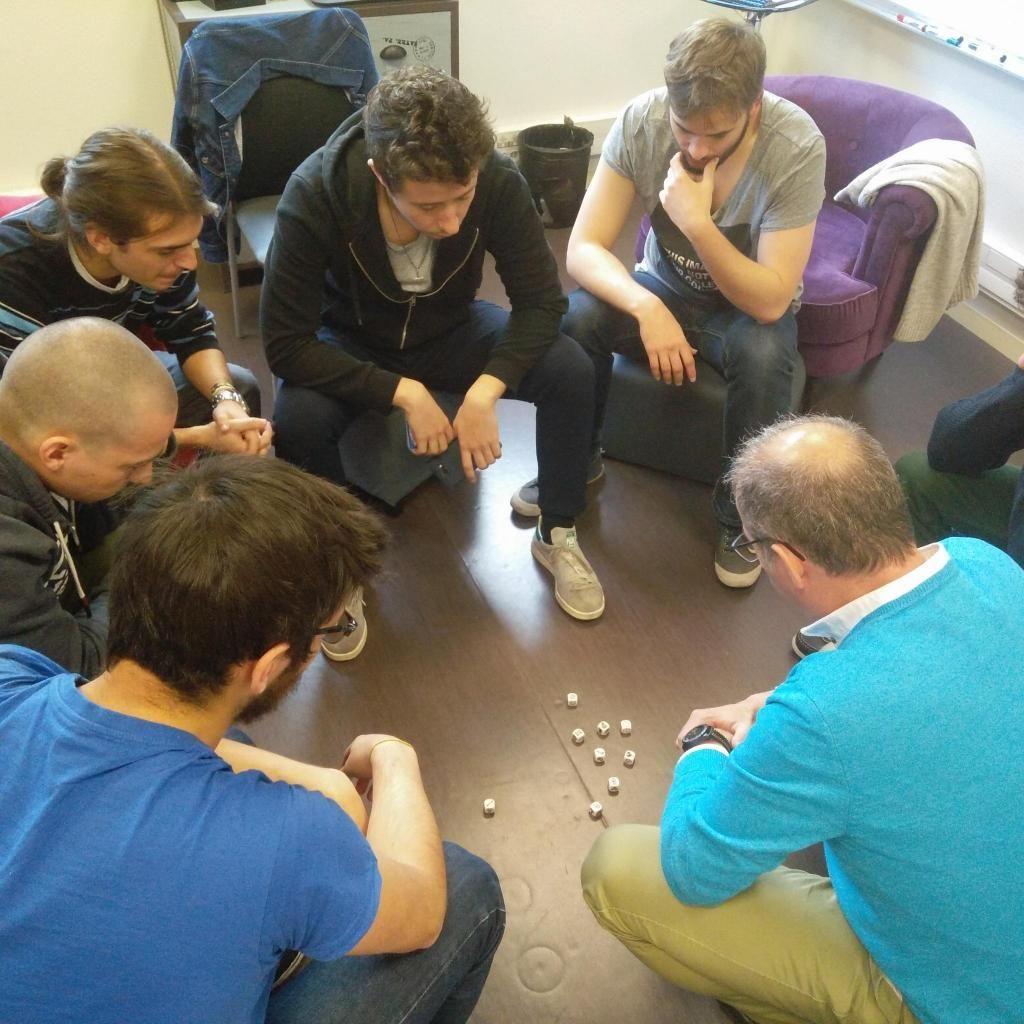 """Le jeu de dés est utilisé pour apprendre à créer, mais aussi """"pour changer d'angle de vue quand on est face à un problème"""", explique le formateur Éric Legrand."""