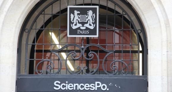 Sciences po Paris, entrée rue Saint-Guillaume, octobre 2012