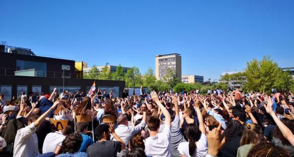 Des étudiants de l'université Paris-Nanterre ont voté jeudi 19 avril 2018 la poursuite du blocage de l'établissement.