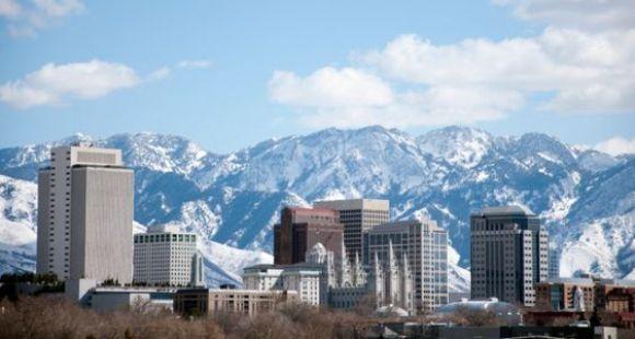 Silicon Slopes est le surnom donné à Salt Lake City, en référence à la Silicon Valley et aux montagnes qui l'entourent.