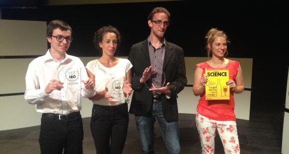 Les gagnants de la finale nationale 2015 de Ma thèse en 180 secondes. De gauche à droite : Alexandre Artaud, Rachida Brahim, Grégory Pacini et Camille Rouillon.