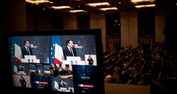 """Intelligence artificielle: Emmanuel Macron veut créer un """"maillage de compétences"""""""