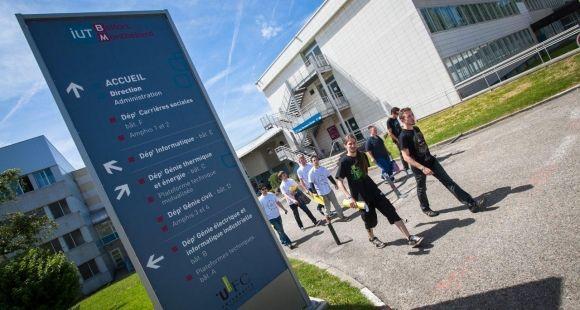 L'université a rédigé son propre référentiel d'évaluation de la qualité des formations reconnu par l'HCERES (ex. AERES).