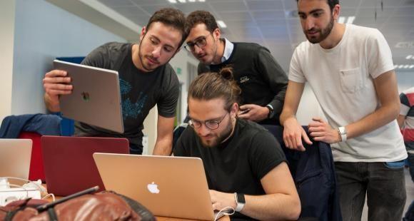 """À Naples, une université accueille la première """"Academy"""" Apple"""