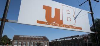 Le pôle d'enseignement du Creusot rassemble un IUT, un centre universitaire, deux laboratoires de recherche labellisés CNRS et une plate-forme technologique. //©Pierre GLEIZES/REA