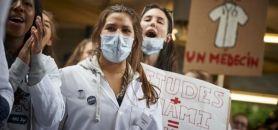 Manifestation d'étudiants en médecine en Belgique en octobre 2014 //©Éric Herchaft / REPORTERS-REA