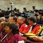 Enseignants-chercheurs et doctorants lors de la cérémonie de remise des diplômes de Sorbonne universités (mai 2011) //©Camille Stromboni