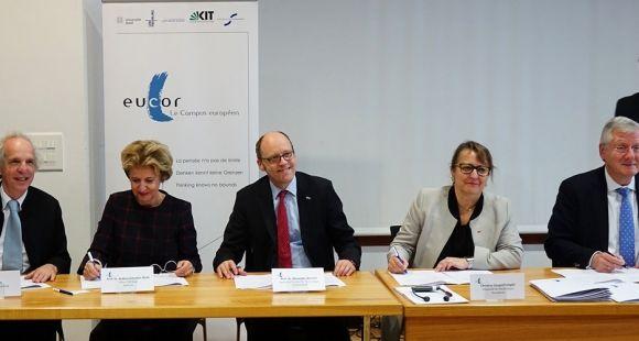 De gauche à droite : Alain Beretz, (Strasbourg), Andrea Schenker-Wicki (Bâle), Alexander Wanner (Karlsruhe), Christine Gangloff-Ziegler (UHA), Hans-Jochen Schiewer (Fribourg).
