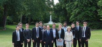 Les jeunes étudiants entrepreneurs lauréats des prix Pépite reçus par le président François Hollande // DR