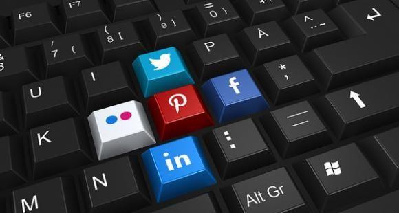 Les universités et les écoles déploient toujours davantage leurs stratégies de communication sur les réseaux sociaux.