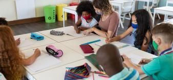 Deux professeurs des écoles dénoncent le décrochage scolaire accentué par le confinement. //©WavebreakmediaMicro/Adobe Stock