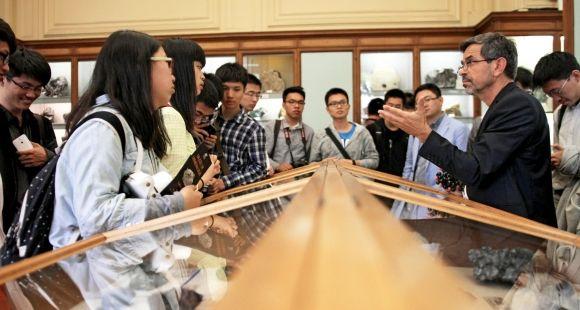 Les élèves de la première promo de ParisTech Shanghai Jiao Tong, en visite en juillet 2014 à Mines ParisTech.