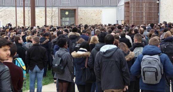 Universite Paris-Est Marne-La-Vallee - Maison de l'étudiant - Minute de silence - 16 novembre 2015