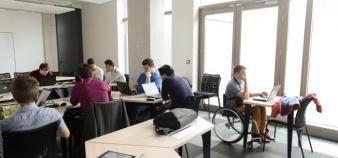 La conférence des présidents d'université a édité un guide de l'étudiant en situation de handicap pour favoriser leur accueil dans les universités. //©Stephane AUDRAS/REA