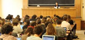Les enseignants du supérieur sont libres d'évoquer ou non les attentats avec leurs étudiants.