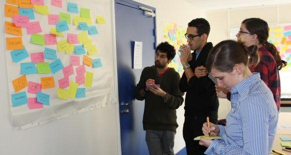 """Séance de créativité lors de la formation des doctorants de Sorbonne Universités au concours """"Ma thèse en 180 secondes"""""""
