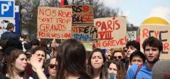 Pour Jean-Hervé Lorenzi, les jeunes seraient les grands gagnants d'une refonte audacieuse du contrat de travail, à condition qu'elle s'accompagne d'une réforme du marché locatif // Manifestation du 5 avril 2016. //©Camille Stromboni