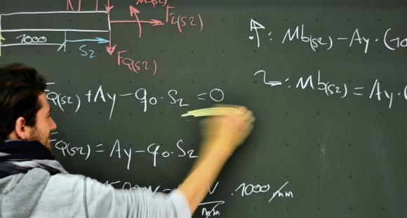 """""""Tout élève doit pouvoir accéder à une formation mathématique adaptée et rigoureuse."""" (Emmanuel Royer, CNRS)"""