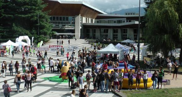 Pour sa première rentrée universitaire l'Université Grenoble Alpes organisait un cycle de rentrée commun pour les 10.000 étudiants de première année avec une journée festive et sportive le 15 septembre