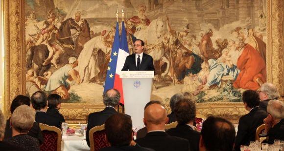 François Hollande, devant les présidents d'université à l'Élysée lors d'un dîner en décembre 2014. //©Camille Stromboni