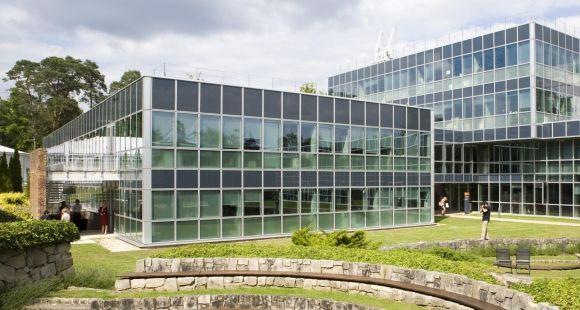 """En """"business et management"""", l'Insead occupe la 3e place du classement QS des universités par disciplines 2015, devant Stanford et Oxford."""