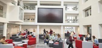 Les écoles de commerce vont devoir se réinventer pour faire face à la crise. //©Monkey Business/Adobe Stock