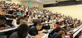Université Versailles-Saint-Quentin - UVSQ - Amphi licence 1 droit - septembre 2014 //©Camille Stromboni