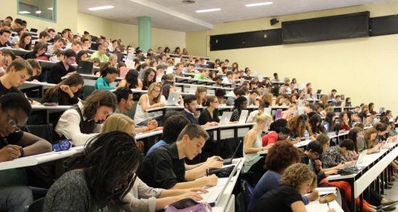 Université Versailles-Saint-Quentin - UVSQ - Amphi licence 1 droit - septembre 2014