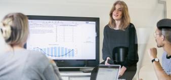 Anne Boring remarque que les jeunes femmes hésitent à se lancer dans l'entrepreneuriat, notamment par manque de confiance en elles. //©plainpicture/Folio Images/Jezzica Sunmo
