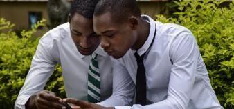 Le développement des EdTech en Afrique passera par les smartphones. //©Pep Bonet/NOOR-REA