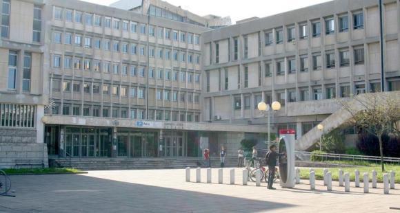 Université Lyon 1 – Le patio, sur le campus de La Doua © S.Blitman - mai 2013