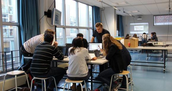 Etudiants de L3 de biologie lors d'une séance de pédagogie inversée animée par Jean-Charles Cailliez 4, en janvier 2015