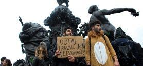Manifestation de lyceens et d'etudiants à Paris contre le projet de loi El Khomri sur la reforme du code du travail, le 31 mars 2016. //©Romain Beurrier/REA