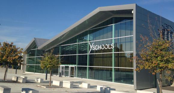Y Schools regroupe sept établissements à Troyes, Paris et Yaoundé.