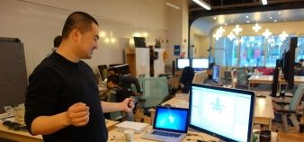 Mig Jing effectue des recherches sur les jeux vidéos au NYU Game Innovation Lab, à New York //©J. Gourdon