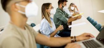 Les grandes écoles et leurs étudiants doivent s'adapter aux protocoles sanitaires en place dans les établissements. //©Boggy/Adobe Stock
