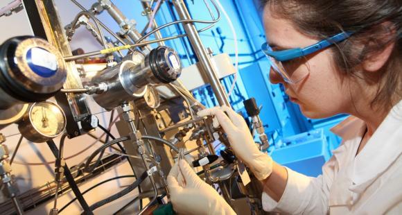 Laboratoire de chimie à l'INP Toulouse. Avec INP Innov', l'Institut veut rapprocher entreprises et laboratoires autour de l'innovation © JPGphotographies
