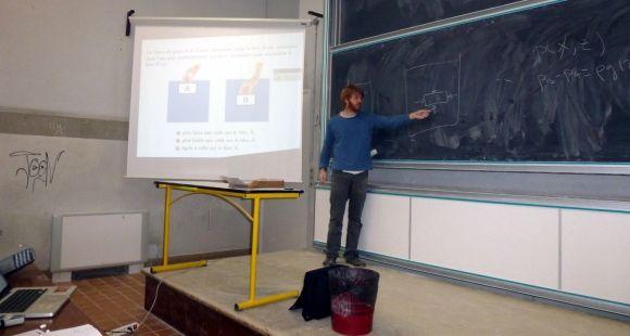 A l'université Toulouse 3 - Paul-Sabatier, Jean-François Parmentier utilise l'enseignement par les pairs pour rendre ses cours plus interactifs