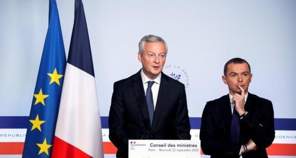 Le ministre de l'Economie, Bruno Le Maire, et le ministre du Budget, Olivier Dussopt, lors de la présentation du projet de loi de finances en Conseil des ministres le 22 septembre 2021. //©Romain GAILLARD/REA