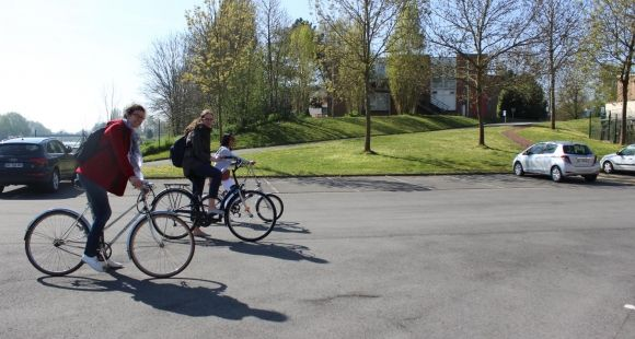 Les étudiants des Mines de Douai sont incités à prendre le vélo plutôt que la voiture. //©Delphine Dauvergne