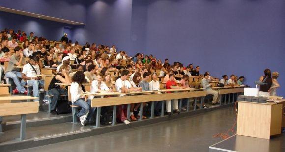 Université de Nanterre - cours d'amphi © communication université Paris Ouest Nanterre La Défense