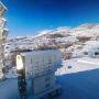 Le grand four solaire d'Odeillo en hiver, sur lequel travaillent les chercheurs de l'université de Perpignan © CNRS