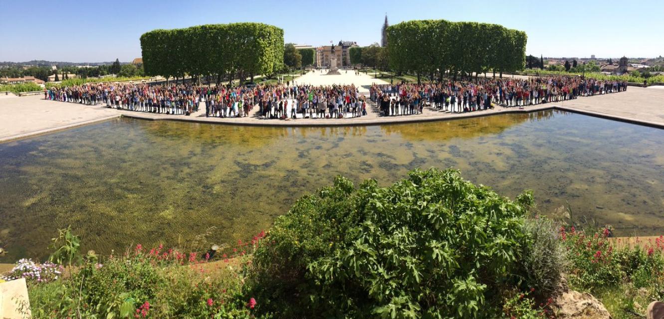 """A Montpellier, les manifestants ont formé le mot """"science"""" pour une prise de vue satellite. //©Sébastien Banus"""