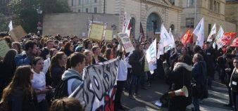 Rassemblement devant le secrétariat d'État à l'Enseignement supérieur et à la Recherche jeudi 5 mars