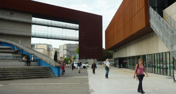 En 2018, , faute de pouvoir être réunis, les conseils centraux de l'université Toulouse Jean-Jaurès ont été dissous par le ministère de l'Enseignement supérieur.