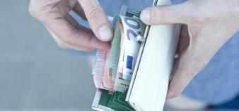 En moyenne les parents français dépensent 15.000 euros pour l'éducation d'un enfant, de la primaire aux études supérieures. //©plainpicture/Lubitz + Dorner