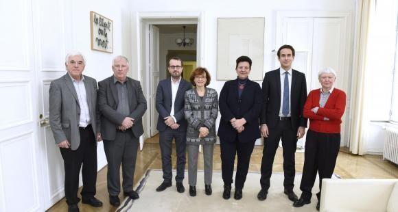 Les six membres du comité scientifique et éthique de Parcoursup (CESP), avec la ministre Frédérique Vidal, mercredi 7 février 2018, rue Descartes.
