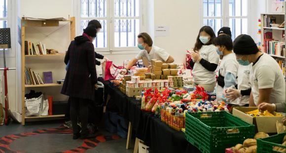 Les associations étudiantes ont organisé la distribution de paniers alimentaires aux plus précaires pendant la crise sanitaire.