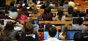 QSF tire la sonnette d'alarme devant la situation de l'université française. //©Camille Stromboni