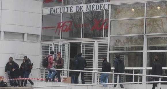 La faculté de médecine de l'université de Tours.